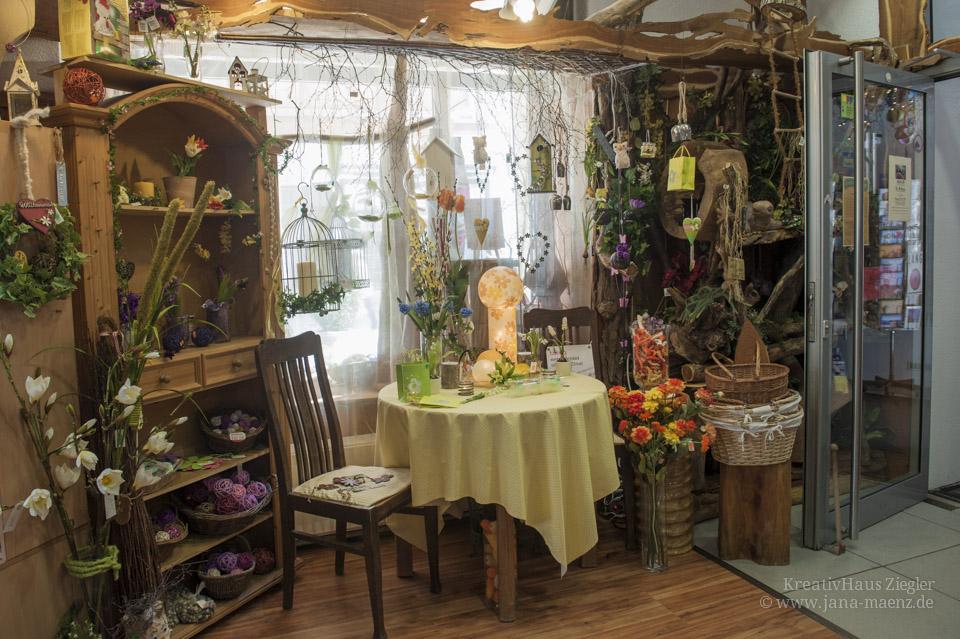kreativhaus ziegler grimma eingangsbereich floristik kunstblumen deko kreativhaus ziegler. Black Bedroom Furniture Sets. Home Design Ideas